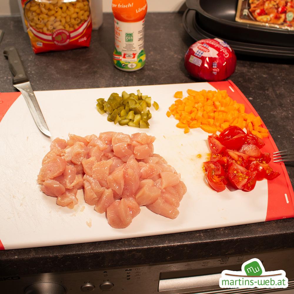 Gemüse und Fleisch klein geschnitten