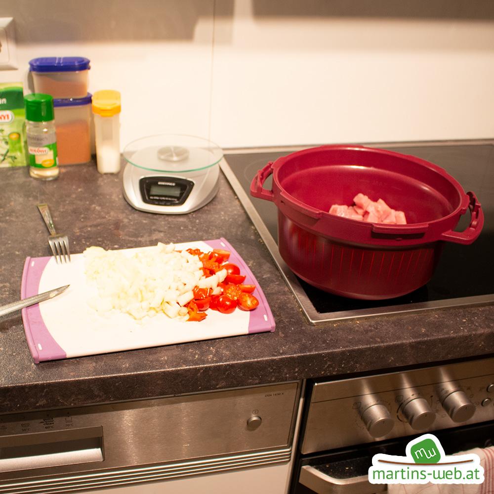 Geschnittene Paprika, Tomaten und Zwiebeln