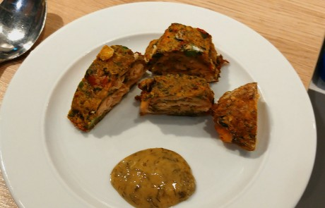 Grönsaksbullar-Roulade mit geräuchertem Lachs