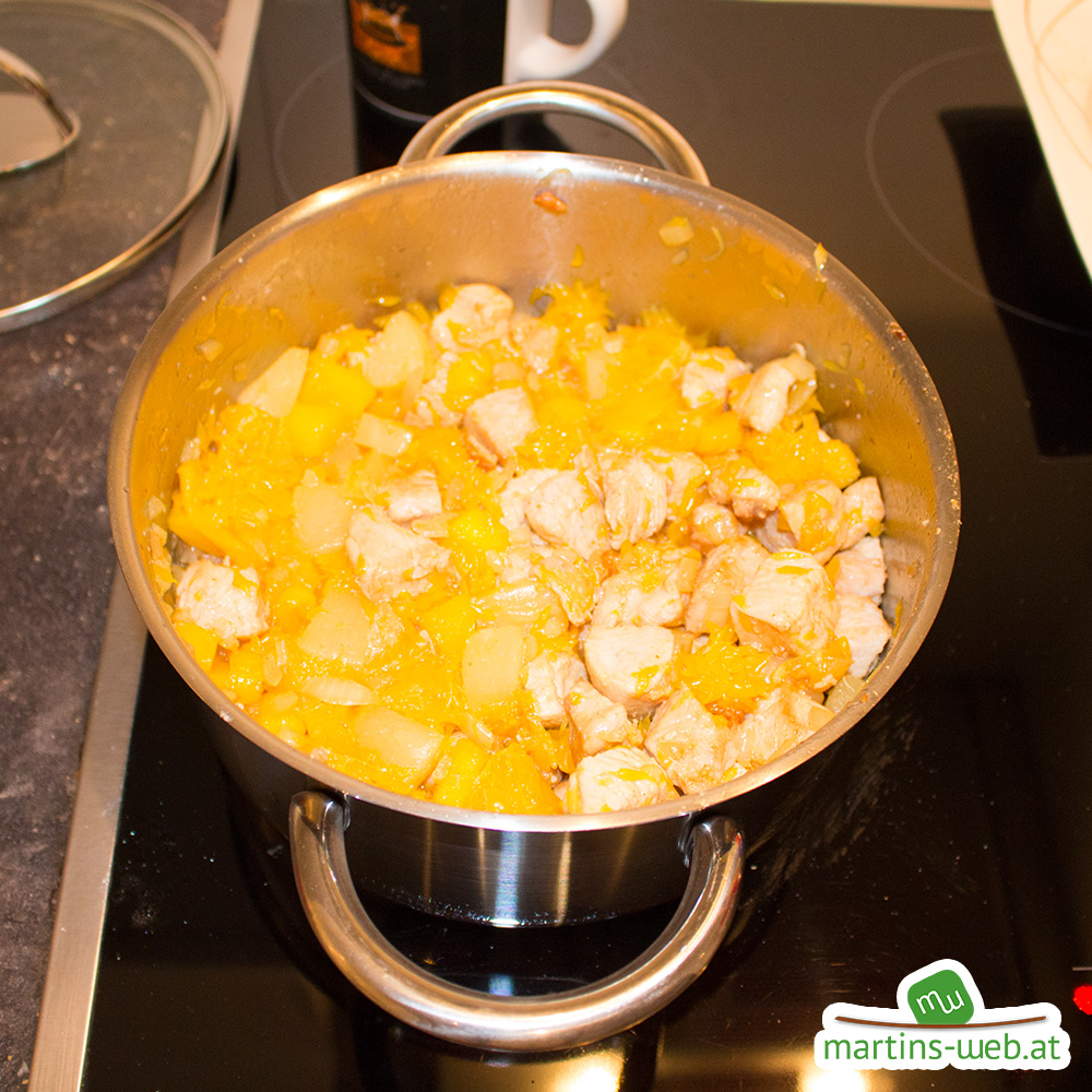 Putenfleisch mit Ananas, Orange und Mango
