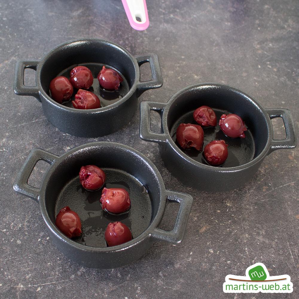 Puddingschüsserl mit Kirschen