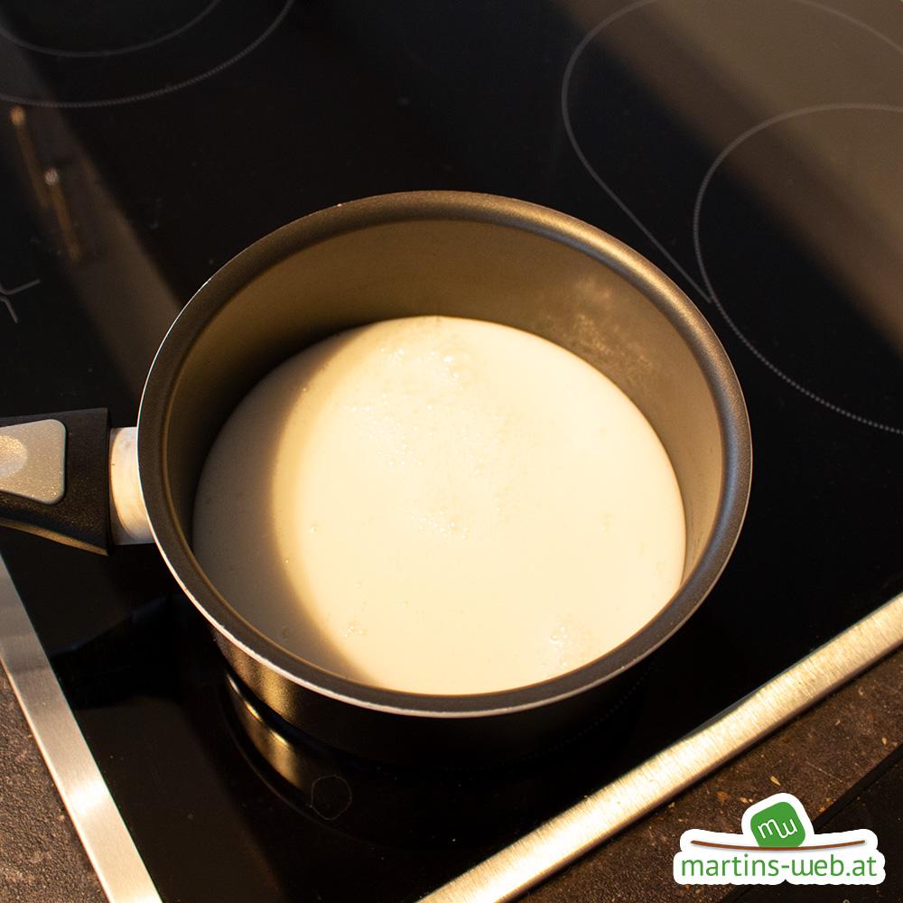 Milch im Topf