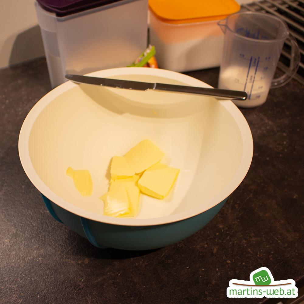 Butter in der Rührschüssel