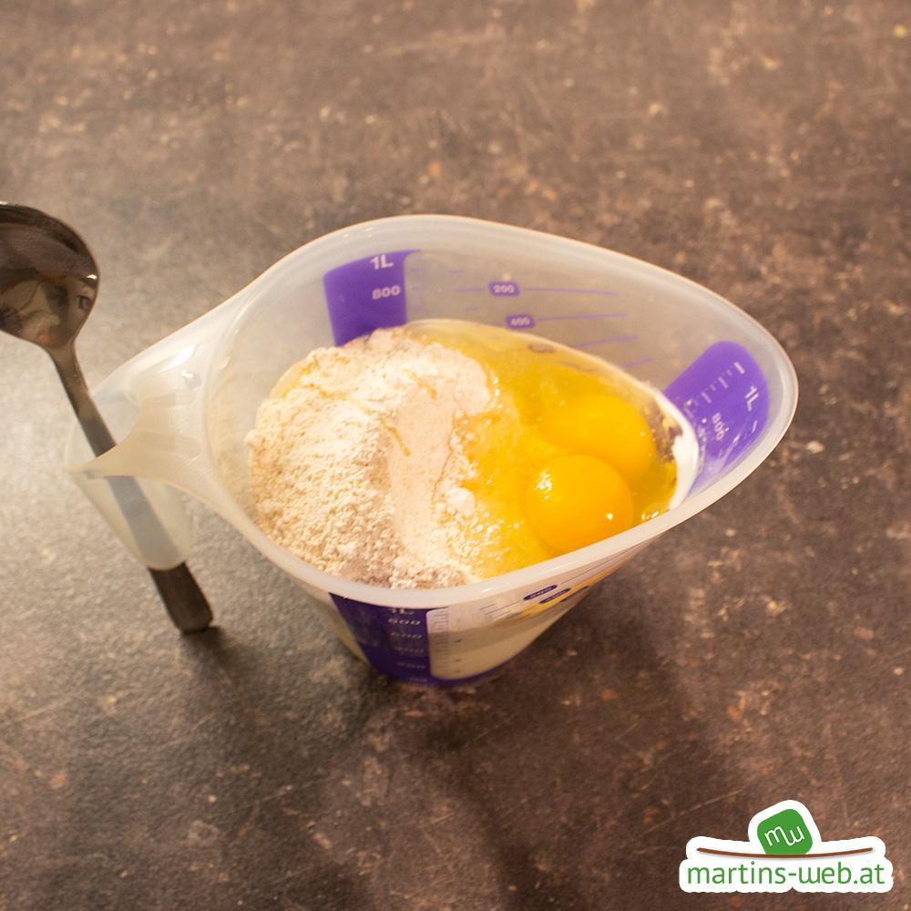 Milch, Mehl, Eier und Salz verrühren