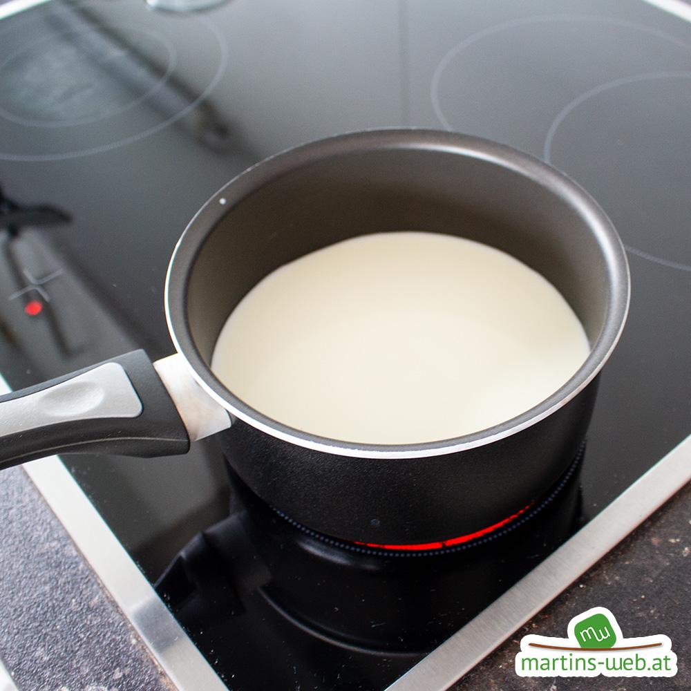 Milch zum Kochen bringen