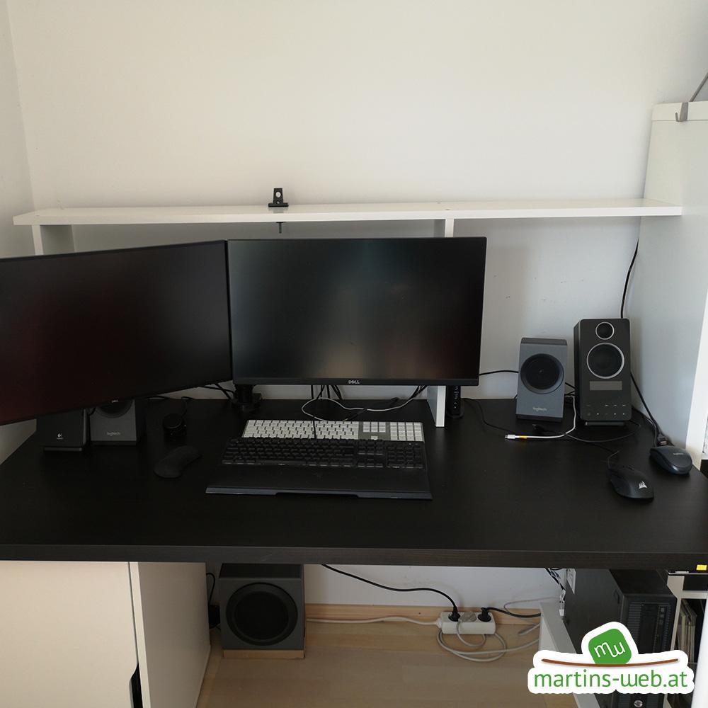 Schreibtisch mit neuem Podest