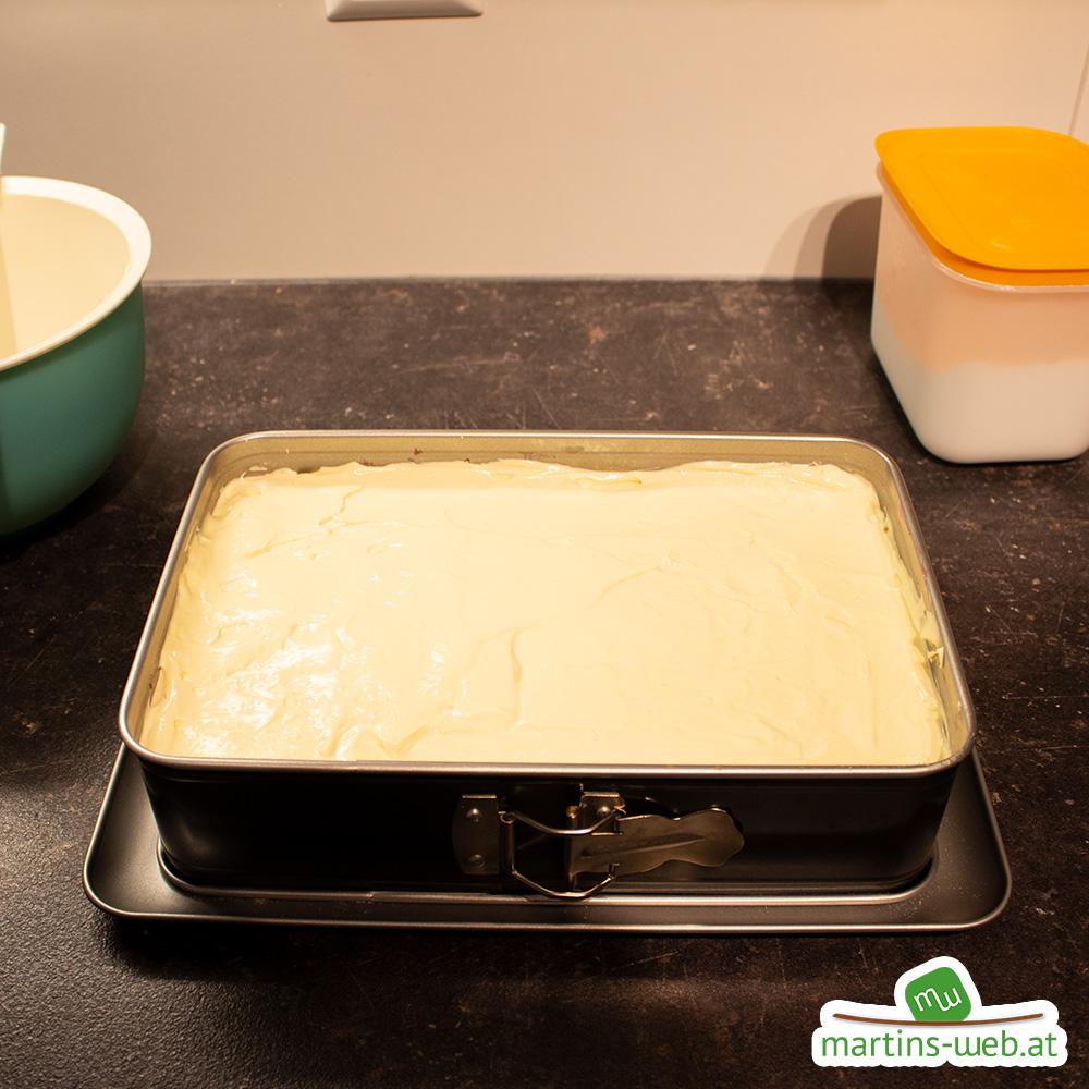 Vanillecreme aufstreichen und kalt stellen